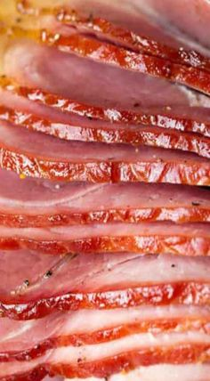 A recipe for the perfect honey glazed ham! No dry slices here and it has such a delicious flavor. Smoked Ham Glaze, Honey Glazed Ham, Honey Ham, Cooking Ham In Oven, Ham In The Oven, Pineapple Ham, Roasted Pineapple, Precooked Ham, Spiral Sliced Ham