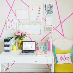 Diy.  Pared blanca con detalles en rosa.