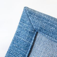Ohjevideo: vinosaumaisen suoran kulman ompelu Sewing Lessons, Sewing Hacks, Sewing Crafts, Sewing Projects, Craft Tutorials, Sewing Tutorials, Zen Colors, Denim Crafts, Blue Quilts