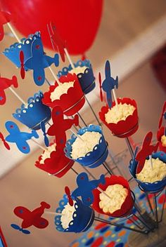 cupcakes - the website they are from is full of great ideas