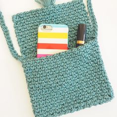 CROCHET BAG The Cute Cross Body Bag is the perfect size for all the essentials, and it's far more convenient to carry than larger totes and bags. Crochet Wallet, Bag Crochet, Crochet Shell Stitch, Crochet Cross, Crochet Handbags, Crochet Purses, Love Crochet, Crochet Gifts, Purse Patterns Free