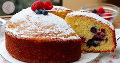 La torta ai frutti di bosco e yogurt una ricetta sofficissima, senza burro, facilissima e veloce da preparare senza usare sbattitori elettrici.