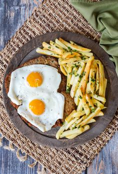 Recipe for Milanesa a Caballo- Argentinian Milanesa (thinly pounded, breaded, and fried beef) topped with two fried eggs for Beef Sirloin, Beef Steak, Cuban Recipes, World Recipes, Easy Recipes, Argentina Food, Argentina Recipes, Breaded Steak, Xmas