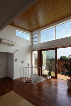 ルーフテラスへと繋がる(眺めの良いルーフテラスの家) - リビングダイニング事例|SUVACO(スバコ)