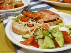 Sirloin sandwich with onions, peppers and salad with herbs de Provence