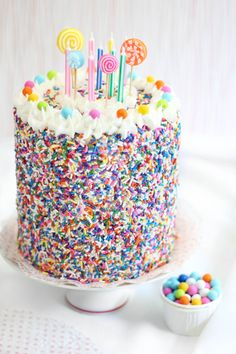 Sprinkle Bakes: Rice Krispie Treat Sprinkle Cake - Love how this cake is decorated.inspiration for a real cake Pretty Cakes, Cute Cakes, Yummy Cakes, Rice Krispies, Krispie Treats, Birthday Cake Alternatives, Cupcake Cakes, Food Cakes, Lollipop Cake