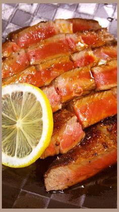 シェフ直伝!大人味レモンステーキソース!  材料 (1〜2) レモン小さめ1個分 醤油大さじ2 ワイン(赤でも白でも酒でも) 大さじ2 みりん 大さじ2 砂糖ひとつまみ