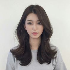 Design that is essential for customers with curly hair! Pretty design that does not fall in hot summer # Elizabeth Firm Style # Skin Brown color Only this . Korean Medium Hair, Korean Long Hair, Medium Hair Cuts, Long Hair Cuts, Medium Hair Styles, Short Hair Styles, Korean Hair Color, Korean Hairstyle Long, My Hairstyle