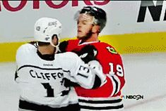 Crawford defends Toews, one of my favorite Stanley Cup Playoff moments :) (gif)