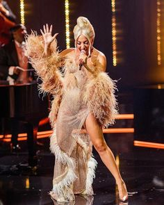 Lady Gaga Pictures, Famous Singers, Showgirls, Celebs, Celebrities, Dress And Heels, Red Carpet Fashion, American Singers, Female Bodies
