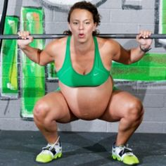 Bodybuilder woman did weight lifting few hours before giving birth Best Gym Workout, Gym Workouts, Arizona, Going To The Gym, Giving, Weight Lifting, Feel Good, Fitness, Birth