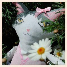 Cat Doll, muñeco pintado a mano, creacion de Yuki D Luna