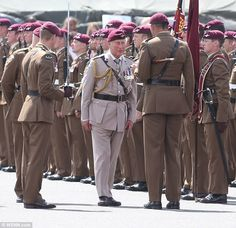 Prince Charles marks 40 years as Colonel-in-Chief Military Couples, Military Love, Army Love, British Armed Forces, British Soldier, Army Uniform, Military Uniforms, British Army Regiments, Military Beret