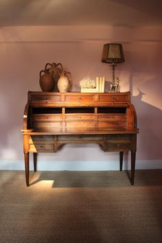 A very good quality and very practical, late 18th century French Louis XVI period cylinder desk in walnut on tapered legs, with two brushing slides on the sides. Louis Xvi, Antique Desk, Brushing, French Antiques, 18th Century, Entryway Tables, Period, Flooring, Legs