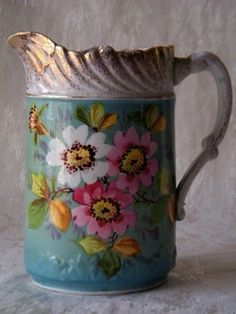 Leiteira Inglesa Em Porcelana Decorada Com Flores. (VENDIDO)