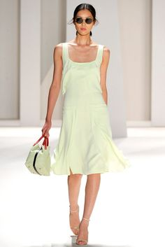 Carolina Herrera Spring 2012 Ready-to-Wear Collection Photos - Vogue