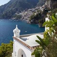 Vacation rentals let's you live a local, even in Positano, #Italy where Villa Tre Ville steals the stage.