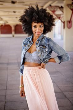 Denim jacket, bralette and blush maxi skirt. Luv the afro! Inspiration Mode, Natural Hair Inspiration, Outfits Quotes, Black Girls, Black Women, Hair Afro, Kinky Hair, Curly Hair Styles, Natural Hair Styles