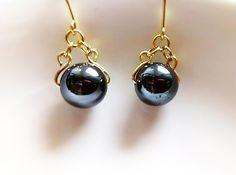 黒真珠のような高級感のあるヘマタイト天然石。シンプルながらもゴージャスなデザイン。フック除くサイズ→2cm|ハンドメイド、手作り、手仕事品の通販・販売・購入ならCreema。