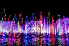 Disneyland i giochi di luce e acqua