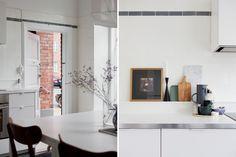Home tour Suédois, détail de la cuisine. Porte, mur en brique.