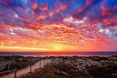 The first sunset of Autumn as seen from Brighton Beach in Scarborough. Beautiful Sunset, Beautiful Beaches, Scarborough Perth, Sorrento Beach, Australian Beach, Sunset Wallpaper, Sunset Colors, Sunset Pictures, Sunset Images
