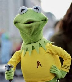 Star Trek: Kermit as Captain Kirk Jim Henson, Star Trek Tos, Star Wars, Fraggle Rock, The Muppet Show, Science Fiction, Starship Enterprise, Star Trek Universe, Kermit The Frog