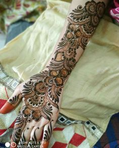 Image may contain: people Wedding Henna Designs, Latest Arabic Mehndi Designs, Henna Art Designs, Mehndi Designs For Girls, Stylish Mehndi Designs, Mehndi Designs For Fingers, Latest Mehndi Designs, Mehandhi Designs, Khafif Mehndi Design