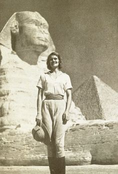 The First Woman to Drive Around the World Wore Men's Breeches and Had a Pet Monkey - Atlas Obscura Pulp, Vintage Safari, Vintage Travel, Steampunk, Safari Outfits, Pet Monkey, Adventure Style, Vintage Photographs, Vintage Photos Women
