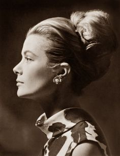 The perfect profile of Grace Kelly... you can't get more old Hollywood glamour than that