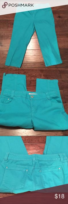 Chico's 1.5 (10) denim capris Beautiful Capri in a stunning color. Size 1.5 which is a 10 32 inch waist and inseam is about 19.5 inches. I love to bundle. Chico's Pants Capris
