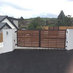 do not like the black trim Metal Driveway Gates, Modern Driveway, Timber Gates, Driveway Entrance, Front Gates, Entrance Gates, Wood Fence Gates, Metal Gates, Fence Gate Design