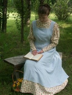 Here are some pictures of the Romantic era outfit I made about five years ago.