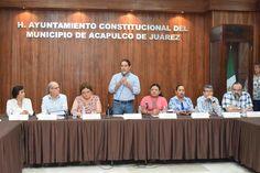 Gobierno de Acapulco ] ACAPULCO, Gro. * 29 de mayo de 2017. El alcalde Evodio Velázquez realizó la instalación del Consejo de Ordenamiento Territorial y Desarrollo Urbano del Municipio, evento que sirvió de marco para la presentación del nuevo Plan Director de Desarrollo Urbano de la ciudad,...