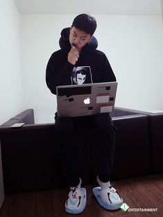 Yongguk : the super charismatic rapper who wears Olaf slippers ^^