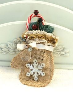 Burlap mitten. Full instructions on how to make this cute burlap mitten. Wouldn't this be cute just waiting for Santa to fill with goodies!!