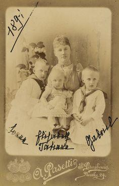 HIH GD ELIZABETH MAVRIKIEVNA OF RUSSIA BORN PRINCESS OF SAXE-ALTENBURG | GD ELIZABETH MAVRIKIEVNA OF RUSSIA WITH HER CHILDREN THE PRINCE IOHANN, THE PRINCESS TATJANA AND THE PRINCE GAVRIIL KONSTANTINOVICHI