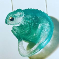 Aquamarine carving of a Chameleon by Edelstein, design by Michael Peuster Animal Jewelry, Jewelry Art, Cute Jewelry, Jewellery, How To Wear Rings, Rock Sculpture, Crystal Shop, Glass Figurines, Unusual Jewelry