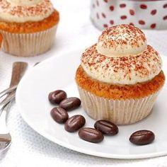 Lecker, Tiramisu! Ich könnte mich in Tiramisu reinlegen (wirklich). Diese hübschen Cupcakes schmecken leicht nach Espresso und haben ein lockeres, fluffiges Frosting aus Mascarpone und Schlagsahne.…
