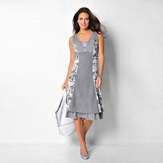 Robe découpes sans manches. Jolie forme sans manches pour cette robe qui joue avec les matières, les découpes et les volants pour vous dessiner une silhouette superbe.
