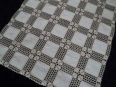 Filet Crochet, Crochet Lace, Crochet Tablecloth, Knitting Videos, Table Covers, Doilies, Quilts, Stitch, Blanket
