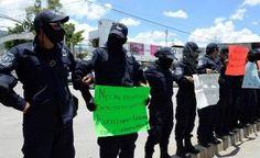 Marchan policías paristas en Guerrero