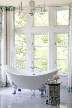 Love the tub. Source: athomearkans