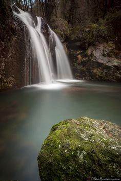 Rio de seda - Preciosa cascada en el maravilloso entorno de Narahío, San Saturnino.  Beautiful waterfall in the wonderful outskirts of Narahio, San Saturnino.  http://pablomaurizfotografia.es