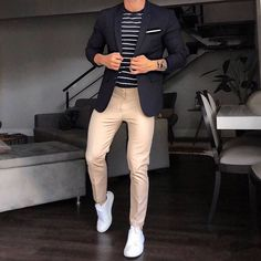 Discover the details that make the difference of the best streetstyle unique people with a lot of style Mens Casual Suits, Smart Casual Menswear, Smart Casual Outfit, Stylish Mens Outfits, Mens Fashion Suits, Smart Casual Work, Trajes Business Casual, Business Casual Men, Blazer Outfits Men