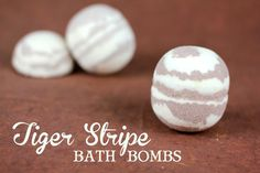 Recipe for Tiger Stripe bath bombs with Buttercream and Snickerdoodle fragrance oils.