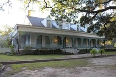 """11 """"Real"""" Haunted Houses to Visit—If You Dare! The Myrtles Plantation in Louisiana. Now a Bed and Breakfast Scary Places, Haunted Places, Abandoned Places, Places To Go, Abandoned Mansions, Abandoned Plantations, Creepy Things, Mysterious Places, Scary Stuff"""