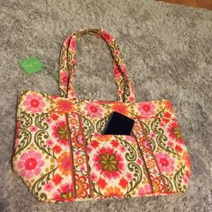 Vera Bradley tote Timeless Vera Bradley tote in folkloric. Zippered top and pockets on the inside. Vera Bradley Bags Totes