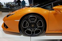 These black Giano wheels with the silver faces are an option on the Lamborghini Huracan LP610-4 Spyder