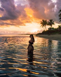 One of the greatest magical places on Earth is a small island beach. With brilliant beaches, warm water, and lush vegetation, this tiny green swath of land is my idea of paradise. Beach Photography Poses, Summer Photography, Levitation Photography, Exposure Photography, Romantic Beach Photos, Poses Photo, Beach Picture Poses, Story Instagram, Tropical Beaches